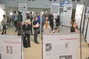 """תמונה 24 מתערוכה – """"עורכי דין ללא זכויות"""""""