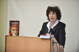 """תמונה 80 מכנס הקשת הספר """"Transparancy and International Law"""""""