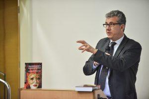 """תמונה 82 מכנס הקשת הספר """"Transparancy and International Law"""""""